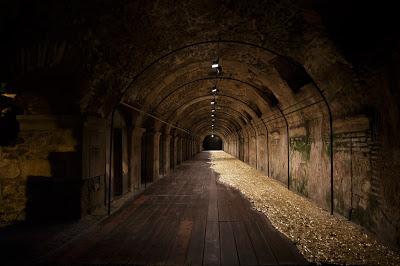 ΠΑΡΑΤΑΣΗ ΕΚΘΕΣΗΣ Άννη Καλτσίδου: Εικαστικές Διασταυρώσεις στη Ρωμαϊκή Αγορά της Θεσσαλονίκης