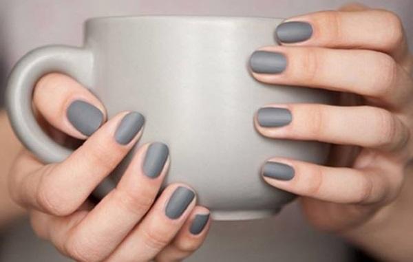Νέο trend του φετινού χειμώνα !!! Τα μεταλλικά χρώματα και τα σχέδια στα νύχια σας