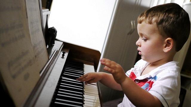 Πώς βοηθά ένα μουσικό όργανο στην ανάπτυξη του παιδιού;