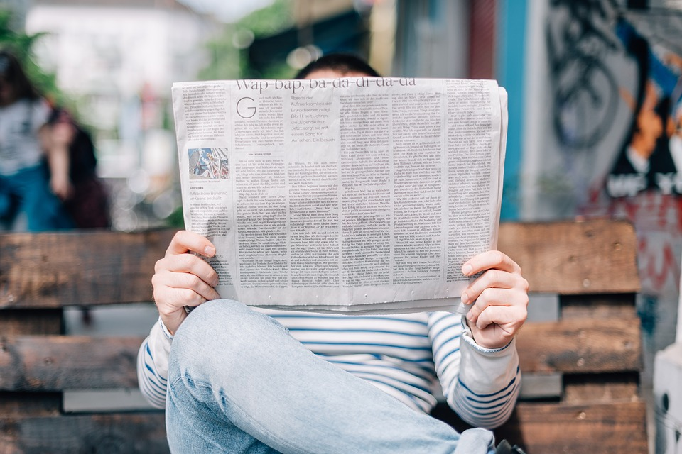 reading-newspapaer
