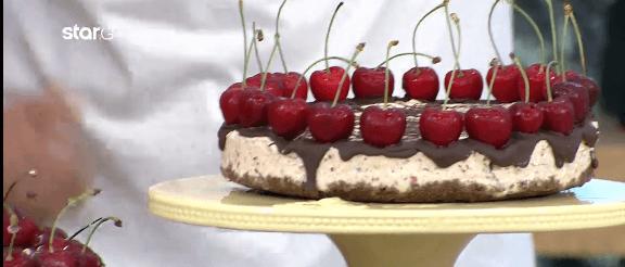 Παγωμένη τούρτα-παγωτό με κεράσια