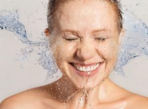 Πώς να πλύνετε σωστά το πρόσωπό σας