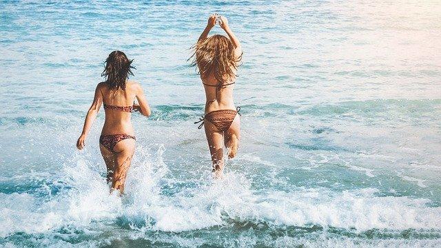 Πώς να φροντίσετε σώμα και μαλλιά  μετά τη θάλασσα
