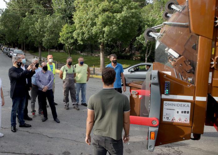 Παράδοση απορριμματοφόρου σύγχρονης τεχνολογίας και κάδων συλλογής βιοαποβλήτων στον Δήμο Παπάγου – Χολαργού