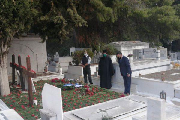 Επιμνημόσυνη δέηση για τα θύματα της εξέγερσης του Πολυτεχνείου στο Νεκροταφείο Ζωγράφου