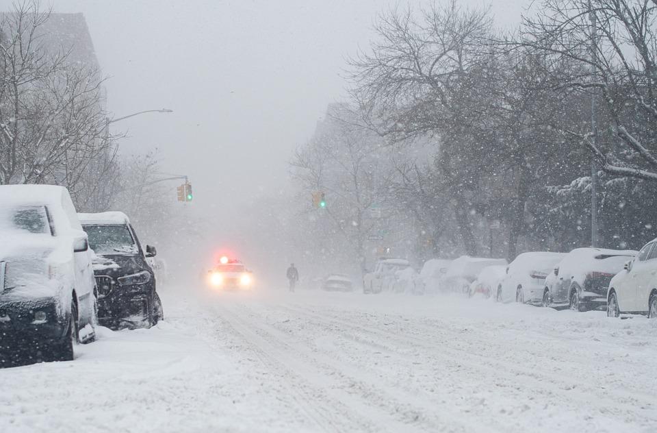 Το χιόνι που σκεπάζει, του Βαγγέλη Ντάλη