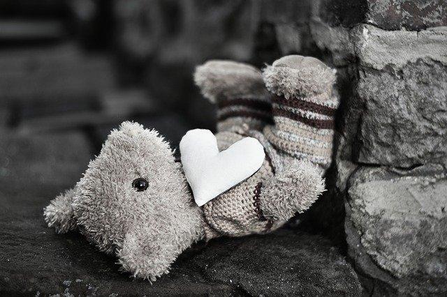 Πώς να μιλήσουμε στα παιδιά μας για μια απώλεια , γράφει ο Γιάννης Ξηντάρας