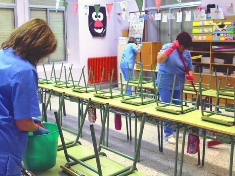 Να ανανεωθούν για ένα έτος οι συμβάσεις για τις σχολικές καθαρίστριες ζητά ο Δήμος Ελευσίνας