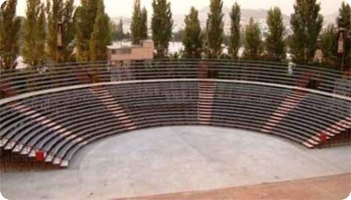 «Τραγουδώντας Ποιητές της Ελευθερίας» στο Θέατρο Βράχων