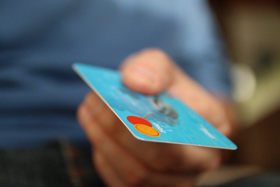 Διατηρείται το όριο των 50 ευρώ χωρίς pin για ανέπαφες συναλλαγές