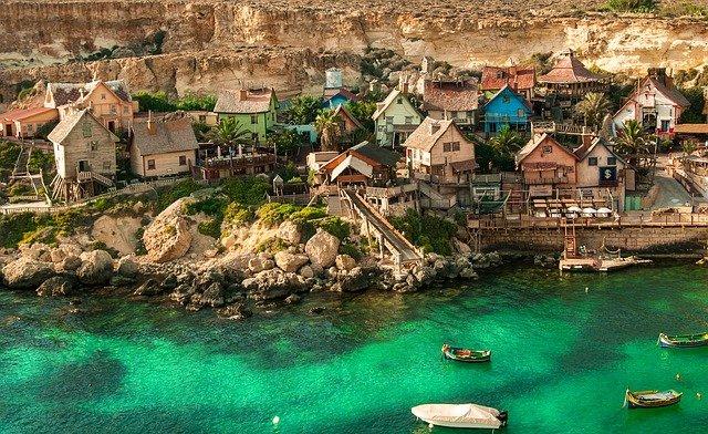 Η Μάλτα θα απαγορεύσει την είσοδο σε όλους τους ανεμβολίαστους επισκέπτες