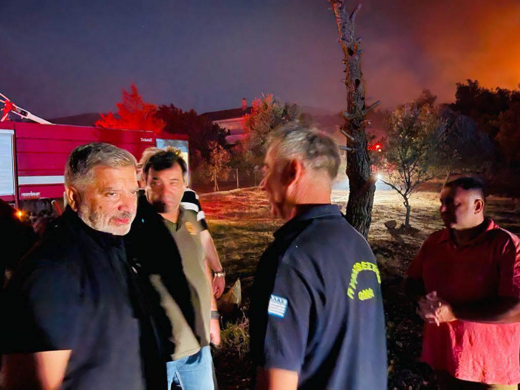 Συνδρομή της Περιφέρειας Αττικής στο έργο κατάσβεσης της πυρκαγιάς που ξέσπασε χθες στη Ν. Μάκρη