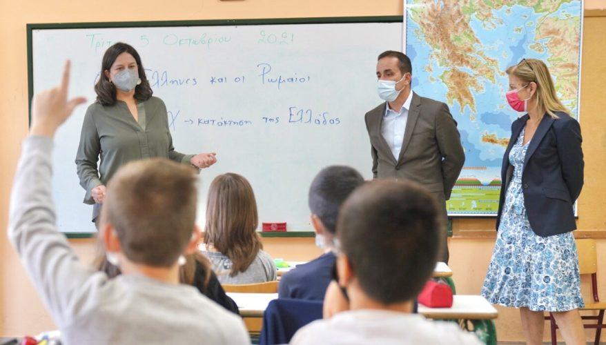 Στο 1ο και 12ο Δημοτικό Σχολείο η Υπουργός Παιδείας Ν. Κεραμέως